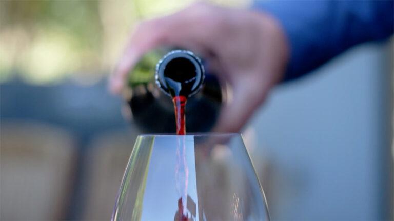 halleck-vineyard-wine-pouring